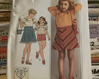 Simplicity 1970s Girls Sewing Pattern / Vintage 70s Child's Blouse, Bias Skirt and Bag / Size 6 Bust 25 / 7504