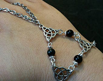 Triple goddess baciamano, triquetra, wiccan, pagan Obsidian jewlery jewlery, natural stone