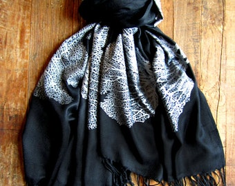 Seafan Heart Scarf Black and Silver
