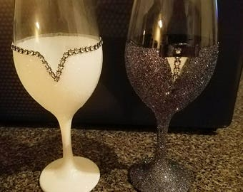 Set of 2 Bride-Groom glittered glasses- His and her wedding glasses- Glitter toasting glasses