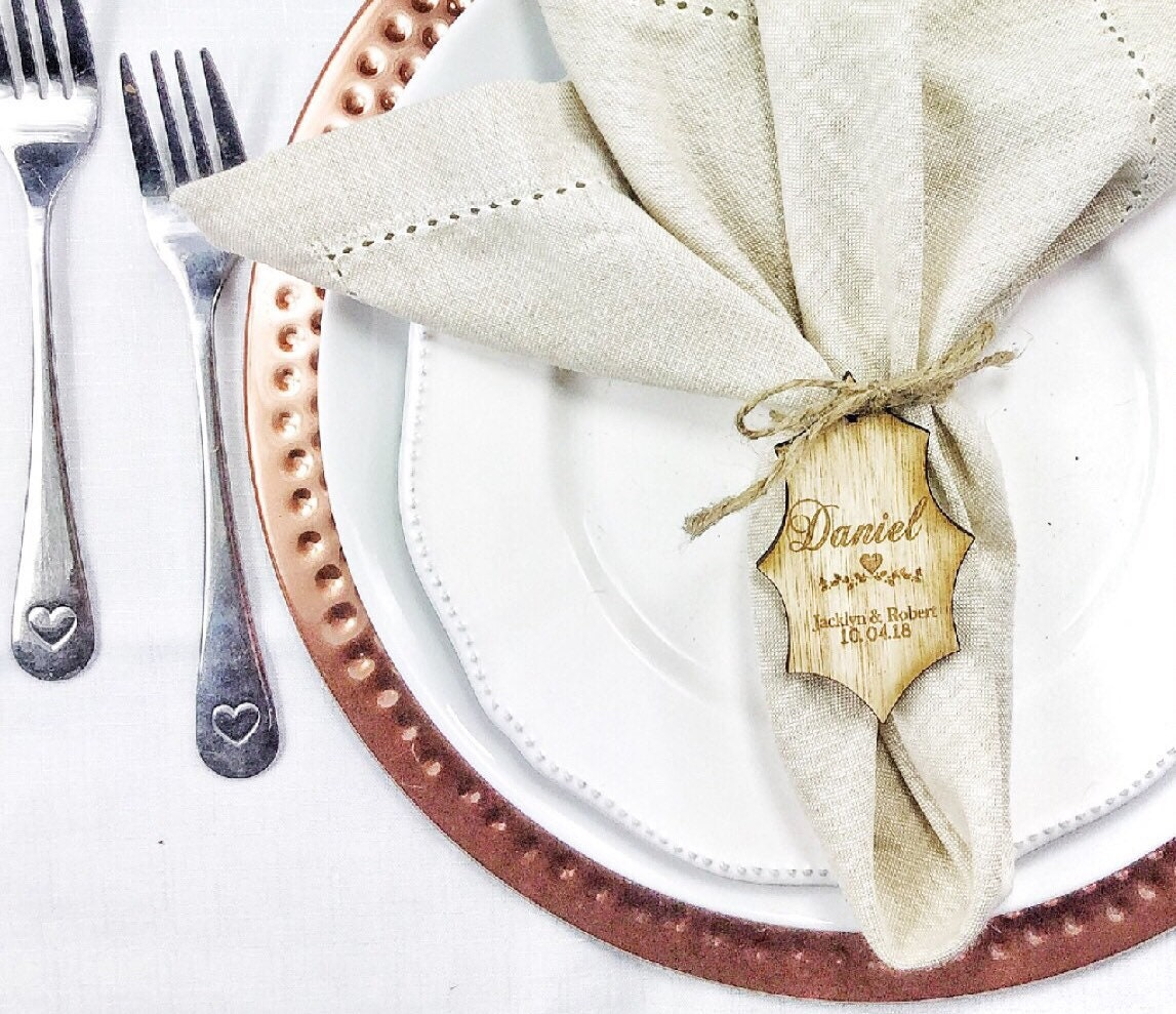 Place setting, Place cards, Wedding place setting, Wooden name cards ...