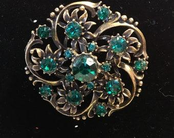 VTG Filligree Brooch Pin With Faux Emerald Green Rhinestone