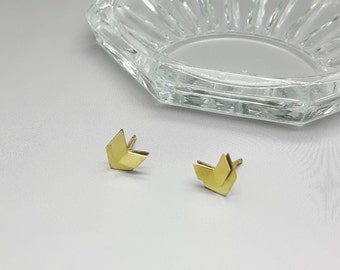 Chevron wing I brass stud earrings, Art Deco earrings, Geometric Gold earrings, Minimalist gold earrings, Arrow gold earrings