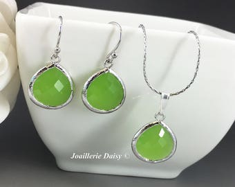 Bridesmaid Gift Lime Green Bridesmaid Jewelry Silver Necklace Set Green Earrings Maid of Honor Mother of Groom Gift Mother of Bride Gift