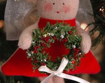 Folk Art Mini Angel holding Wreath (MINI-ANG-XM-R/W)