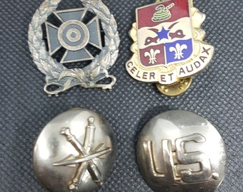 Vintage WWII WW2 US ARMY 8th Battalion 6th Infantry Field Artilary Celer et Audax Pins