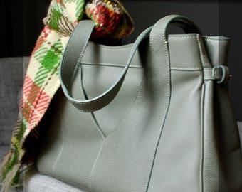 "Worn leather shoulder bag in hand ""Vertigo"""