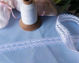 Spanish Lace Edging (LSP34EDG579)- White