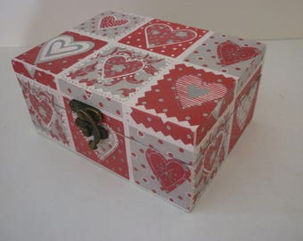"""Box for jewelry or trinkets """"string of gray and red heart"""""""