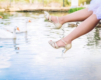 Gold pumps / wedding pumps / classic bridal pumps / elegant bridal shoes / sparkling gold sandals for bridesmaids