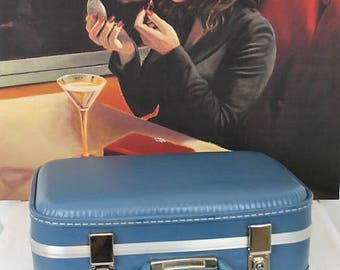 Vintage Vanity Case/Vintage Luggage/Blue Ladies Case/1960's Cabin Luggage/Sale (Ref1975Y)