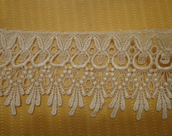 "Lovely 4.25"" Wide Venise Lace Trim in Ivory (1 yd)"