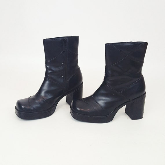 90's Black FAUX Leather Boots Size US 8  - Black Biker Babe Women Style Pleather Hipster Boots - Vintage Zipper Up Side Chunky Ankle Boots