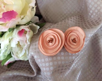 Flower 4 cm in orange/brown satin with pearls