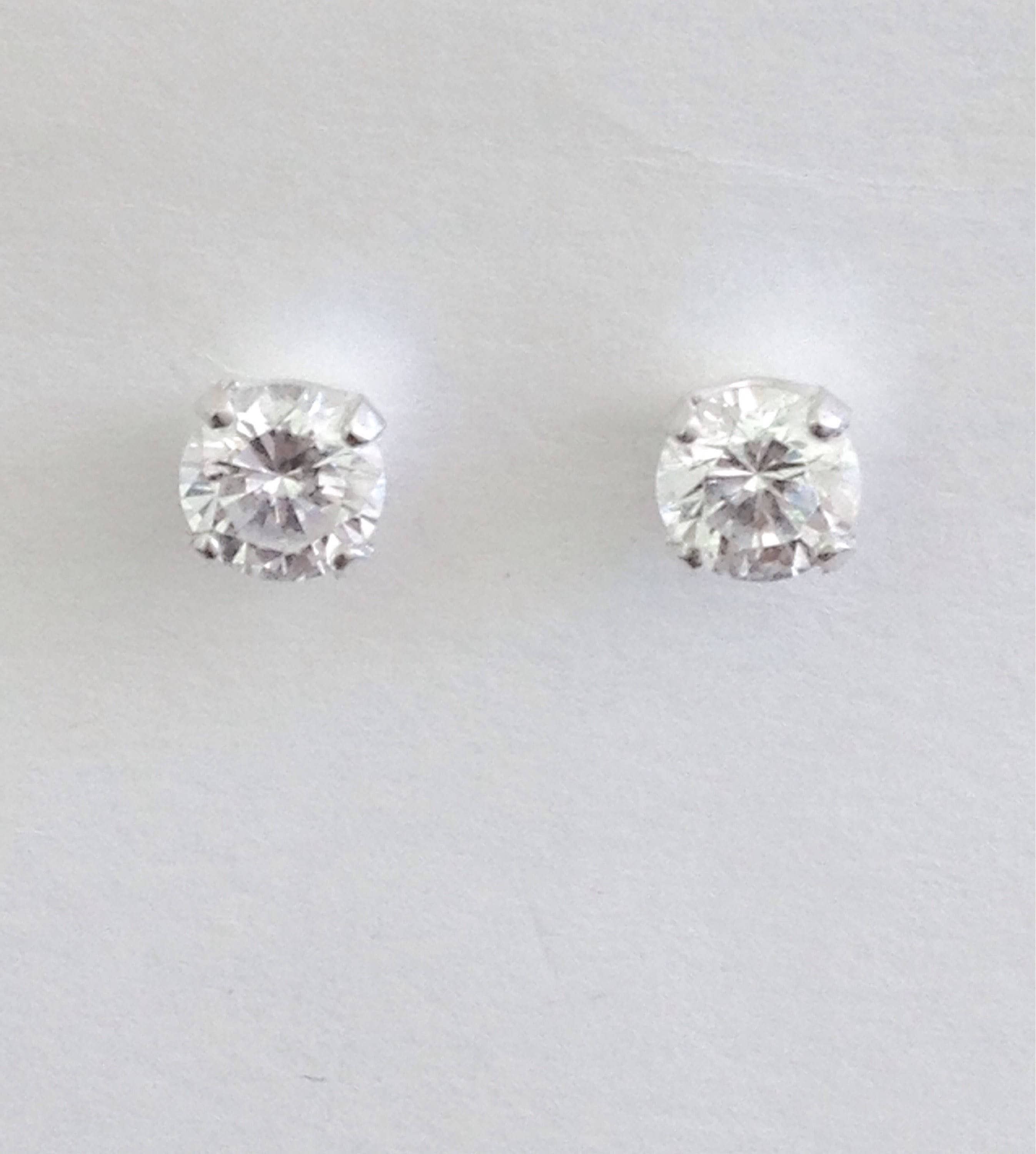 studs solitaire gold diamond rounbd white earrings stud
