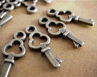 25 - Antique Bronze - Key Charm (BKC)
