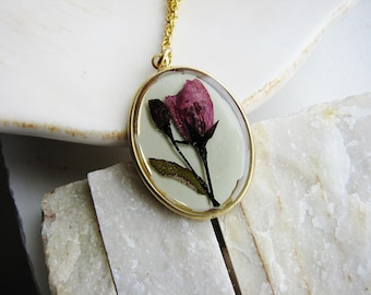 Dark Pink Flower Necklace, Real Pressed Flower Jewelry, Botanical Jewelry, Resin Jewelry, Floral Necklace, Nature Inspired Jewelry
