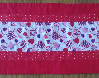 Small Red and Dots Valentine's Striped Runner