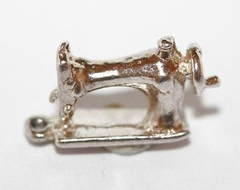 Vintage Sewing Machine Sterling Silver Bracelet Charm / 3d Detail (2.2g)