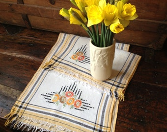 Embroiderd Linen Table Runner Placemat Set Hand Embroidered Yellow Orange Flower Pattern