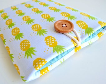 iPhone 7 Case, iPhone 8 Sleeve, iPhone 7 Plus Case, iPhone 7 Plus Sleeve, Padded iPhone X Sleeve, iPhone 6s Pouch - Pineapples