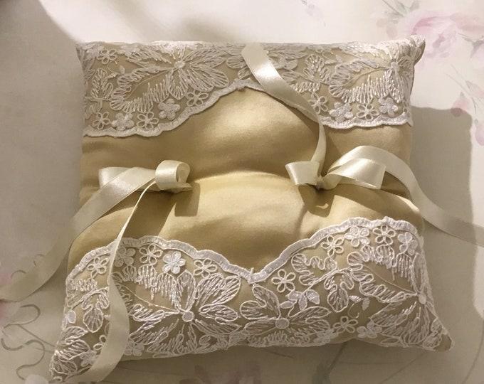 Gold wedding Ring Pillow