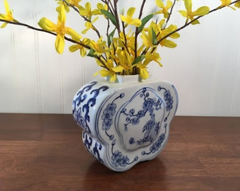 """Vintage Chinoiserie Blue and White Asian Vase 5"""" H Chinese Porcelain Ceramic Lotus Flower Bird Design Butterfly Shape Excellent Condition!"""