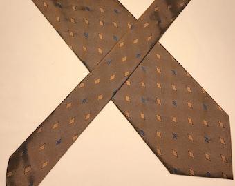 Vintage Pierre Cardin Paris gold and blue diamond silk tie