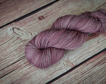 Hand dyed fingering yarn, Superwash Merino Wool, Hand dyed yarn, Handdyed, 4 ply yarn, fingering yarn, Sock Yarn, Sockenwolle