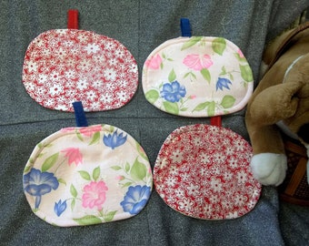 Pot Pillows Table Protector Hot Pads, Flowers on Pink Red Calico Prints