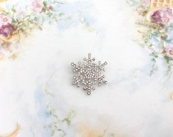 Small Snowflake Brooch.Rhinestone Snowflake Brooch.Snowflake crystal brooch.Vintage Style.wedding Pin.Bridal Accessory.Snowflake Pin.Winter