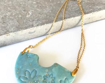 Curve Necklace. Medium bib necklace - collar necklace - statement necklace - modern necklace