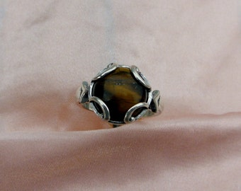 This ring has a beautiful tiger eye .The ring is size 7 1/2.