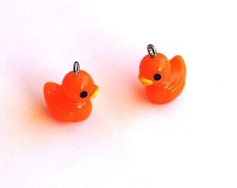 2 ducklings Orange T23 charms