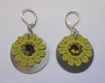 Earrings stainless steel with lace flowers lime green