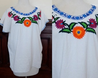 VTG Oaxacan blouse white hand embroidered floral Mexico festival blouse boho hippie shirt bohiemian