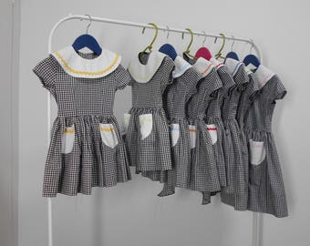 Vintage gingham 1950's Toddler and Child dress. 100% cotton, has a contrasting collar and pockets. Short sleeves and a Bowtie sash.