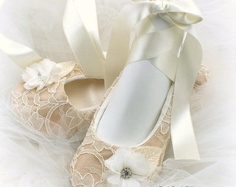 Bridal Ballet Flats in Ivory and Champagne with Flowers, Elegant Vintage Wedding Ballet Slippers