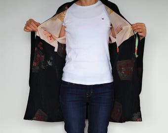 HAORI(羽織) Short size kimono  jacket. It is so much fun motifs.  You can wear easily. Enjoy Japan fashion !
