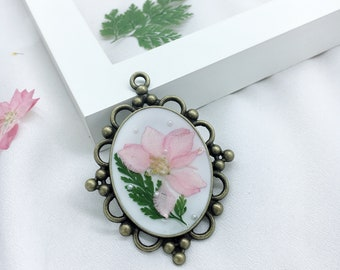 Besmivi resin pink flowers necklace