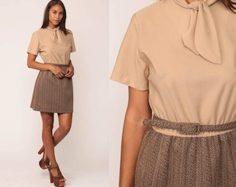 Secretary Dress 70s Mini Ascot Neck 1970s Bow Neck BELTED Preppy High Waisted Vintage Brown Short Sleeve Tan Brown Medium