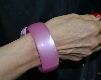 Vintage PInk Moonglow Lucite Bangle Bracelet