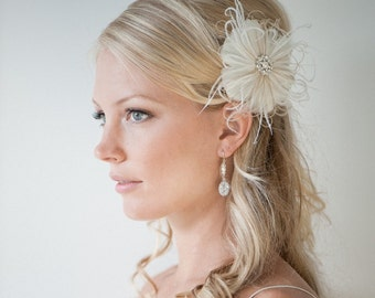 Wedding Hair Accessory, Feather Hair Clip,  Wedding Fascinator, Bridal Feather Headpiece, Ivory and Light Gold - SIMONE