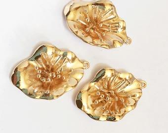 2 pcs Light gold plated brass flower pendant 30x20mm