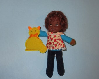 "Vintage 1975 Mattel Honey Hill Bunch ""Curly Q"" Doll with Felt Cat"