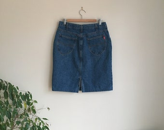 High waisted blue denim skirt with pockets ( Size 15 / Medium Large )