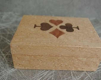 Box for 1 set of cards/box inlaid with Maple Burl veneer