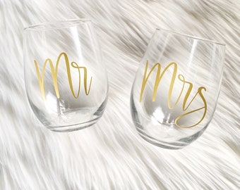 Mr & Mrs Wine Glasses, Stemless Wine Glass, Newlywed Gifts, Wedding Gifts, Housewarming Gifts, Drinkware, Toasting Glasses, Cheers