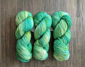 Hand Dyed Yarn - 'Emerald City' - Sock Yarn - Fingering Weight - MCN - green, yellow gold, speckles  400 yards