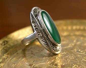 1950s to 1960s vintage! silver with Aventurin colored gem stone and many marcasites, inner diameter 14,7mm